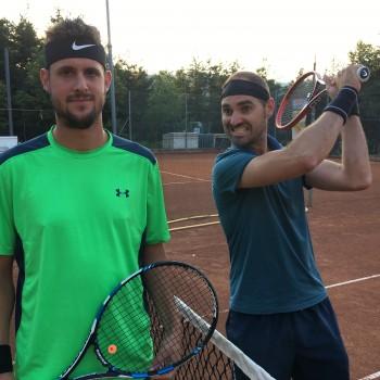 Peter und Tobias vor dem Halbfinalspiel! :)